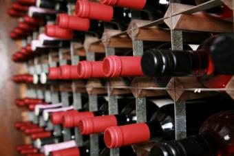 https://cf.ltkcdn.net/wine/images/slide/112455-594x396-Interesting-wine-8.jpg