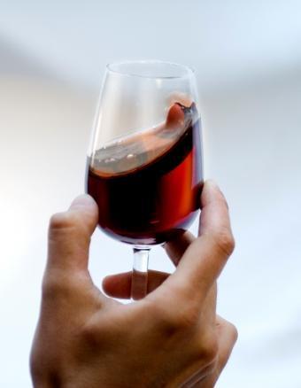 https://cf.ltkcdn.net/wine/images/slide/112469-397x511r2-Swirling_Slide_4.jpg