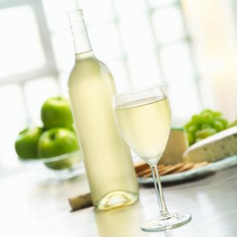 https://cf.ltkcdn.net/wine/images/slide/131103-693x693r1-Pinot-Grigio.jpg