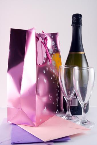 https://cf.ltkcdn.net/wine/images/slide/167642-566x848-wine-gift.jpg