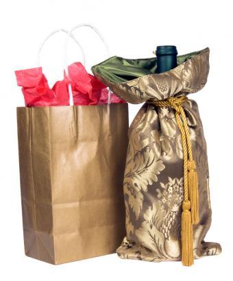 https://cf.ltkcdn.net/wine/images/slide/167654-631x761-wine-gift-bag.jpg