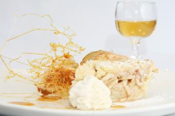 Apple pie with caramel, whipped cream and wine