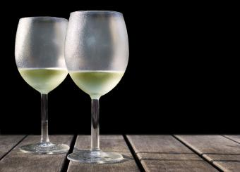 Wine Serving Temperature Chart and Tips