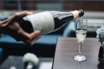 https://cf.ltkcdn.net/wine/images/slide/248114-850x567-sparkling-wine.jpg