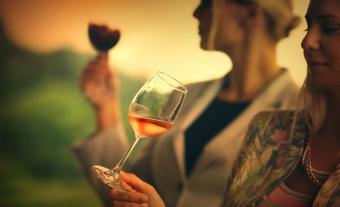 https://cf.ltkcdn.net/wine/images/slide/250465-850x516-orange-wine.jpg
