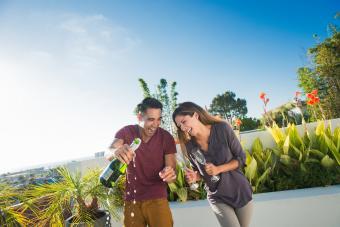 https://cf.ltkcdn.net/wine/images/slide/250476-850x567-california-champagne.jpg