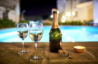 https://cf.ltkcdn.net/wine/images/slide/250480-850x560-Prosecco.jpg