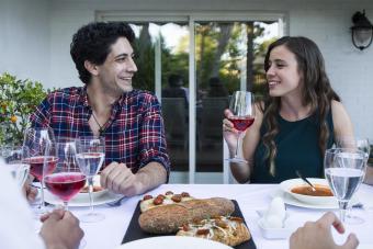 https://cf.ltkcdn.net/wine/images/slide/250481-850x567-drinking-lambrusco.jpg