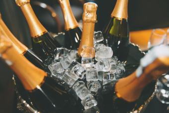 https://cf.ltkcdn.net/wine/images/slide/250486-850x567-bottles-in-ice-bucket.jpg