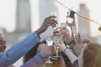 https://cf.ltkcdn.net/wine/images/slide/250488-850x567-raise-your-glass.jpg