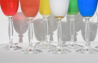 Finding Colored Wine Glasses in Beautiful Styles