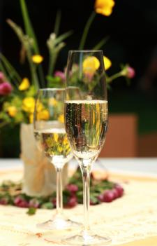 Sparkling wine and Champagne; © Brebca | Dreamstime.com