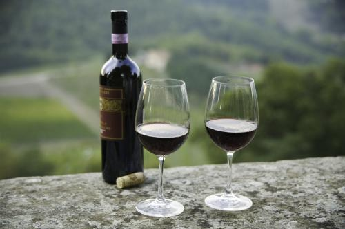 Bottle and glasses of Chianti Classico