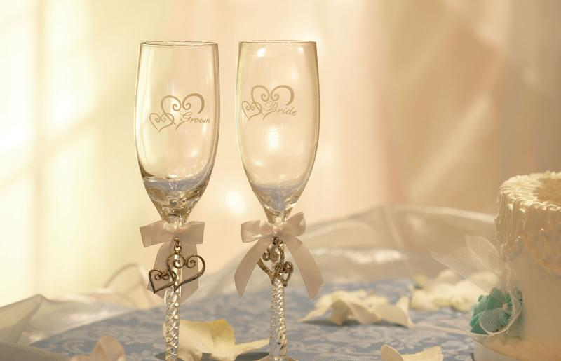 Gorgeous Rhinestone Heart Design Wedding Wine Champagne Glasses