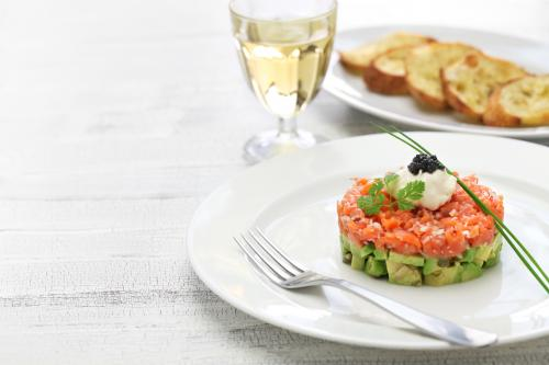 Salmon tartare with white wine