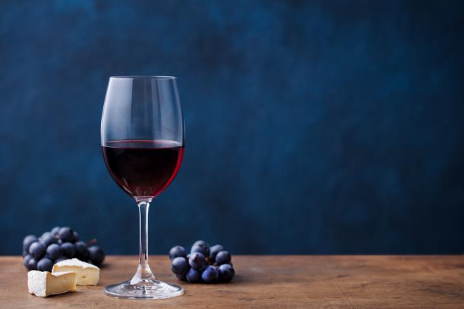 merlot wine with grapes and bleu cheese