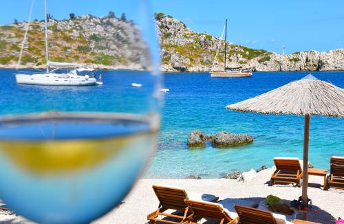 White wine in the Greek Islands