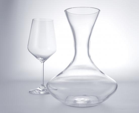 wine decanter and glass