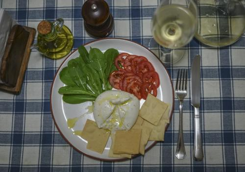 Burrata and Sauvignon Blanc