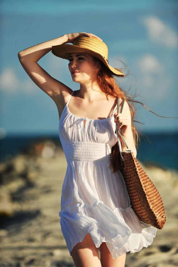 https://cf.ltkcdn.net/womens-fashion/images/slide/137772-566x848r2-Sundress4.jpg