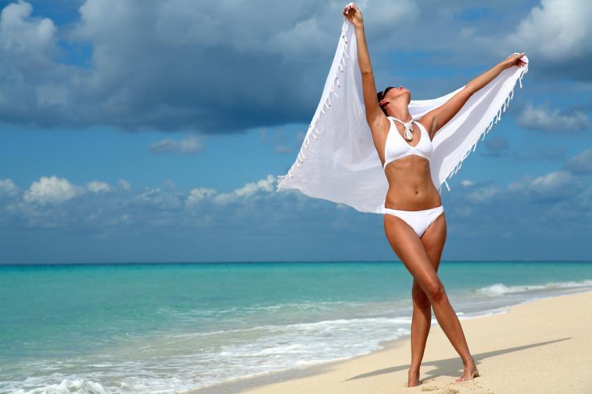 https://cf.ltkcdn.net/womens-fashion/images/slide/159766-849x565-Woman_with_white_sarong.jpg