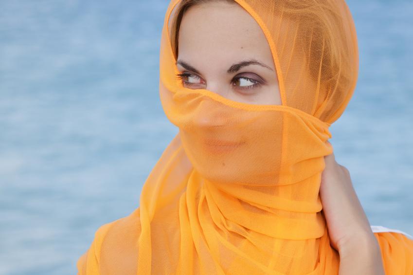 https://cf.ltkcdn.net/womens-fashion/images/slide/159768-849x565-Head_wrap_sarong.jpg
