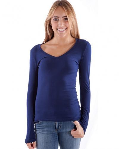 https://cf.ltkcdn.net/womens-fashion/images/slide/174728-400x500-vneck-shirt.jpg