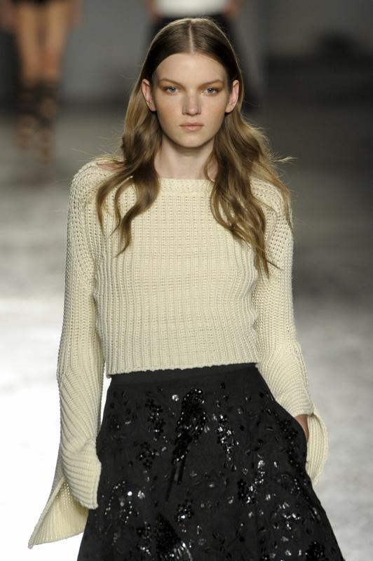 https://cf.ltkcdn.net/womens-fashion/images/slide/196859-532x800-sweater_updown.jpg