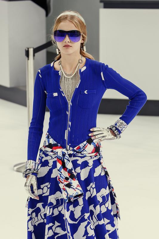 https://cf.ltkcdn.net/womens-fashion/images/slide/196862-533x800-sweater_color.jpg