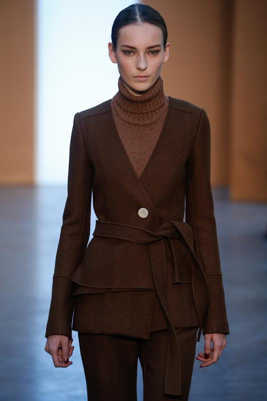 https://cf.ltkcdn.net/womens-fashion/images/slide/196869-533x800-sweater_tutleneck.jpg