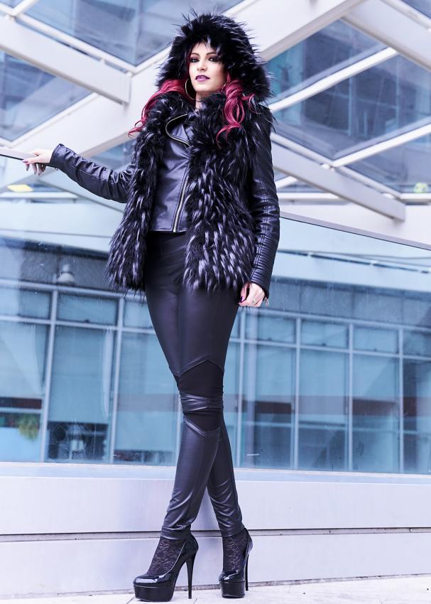 https://cf.ltkcdn.net/womens-fashion/images/slide/197923-607x850-leggings11_leathercrop.jpg