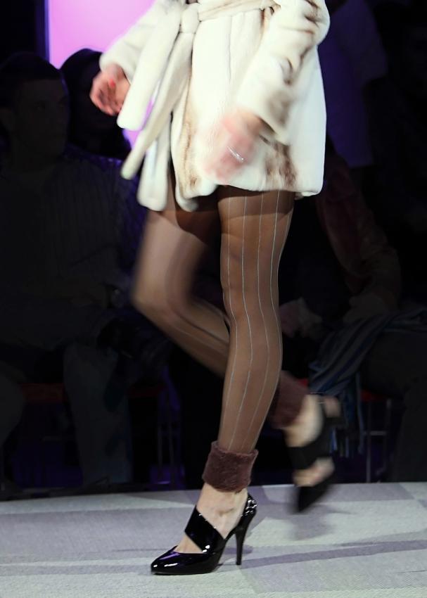 https://cf.ltkcdn.net/womens-fashion/images/slide/197930-607x850-leggings12_elegantcrop.jpg