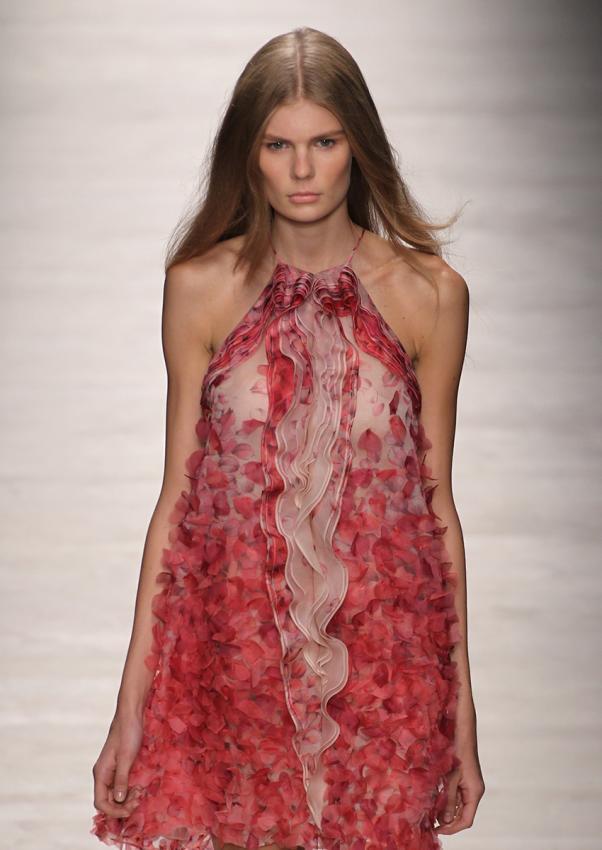 https://cf.ltkcdn.net/womens-fashion/images/slide/199310-602x850-sheer99b_shiftcrop.jpg