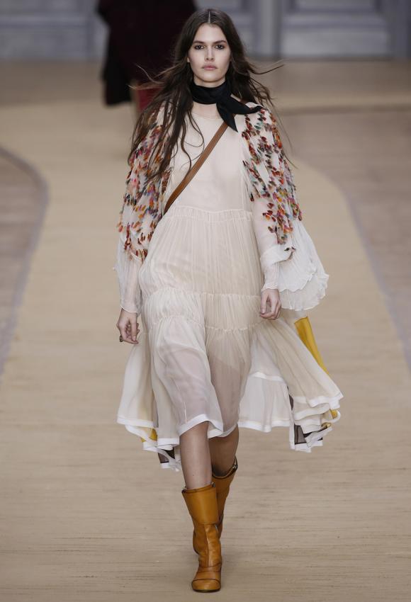 https://cf.ltkcdn.net/womens-fashion/images/slide/199476-580x850-romantic1_primarycrop.jpg