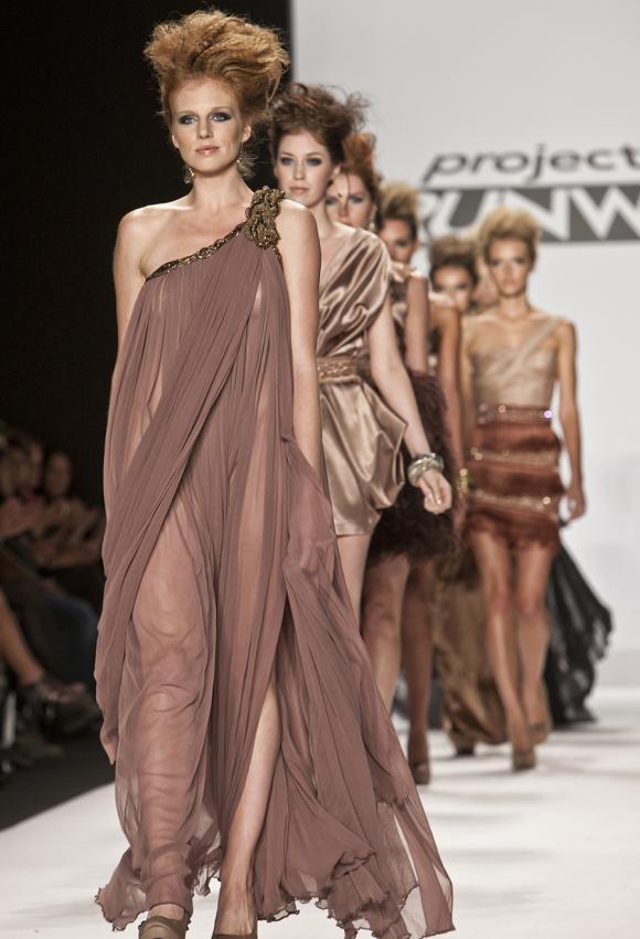 https://cf.ltkcdn.net/womens-fashion/images/slide/199477-580x850-romantic2_rosecrop.jpg