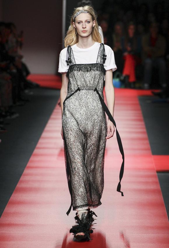 https://cf.ltkcdn.net/womens-fashion/images/slide/199481-580x850-romantic6_demurecrop.jpg