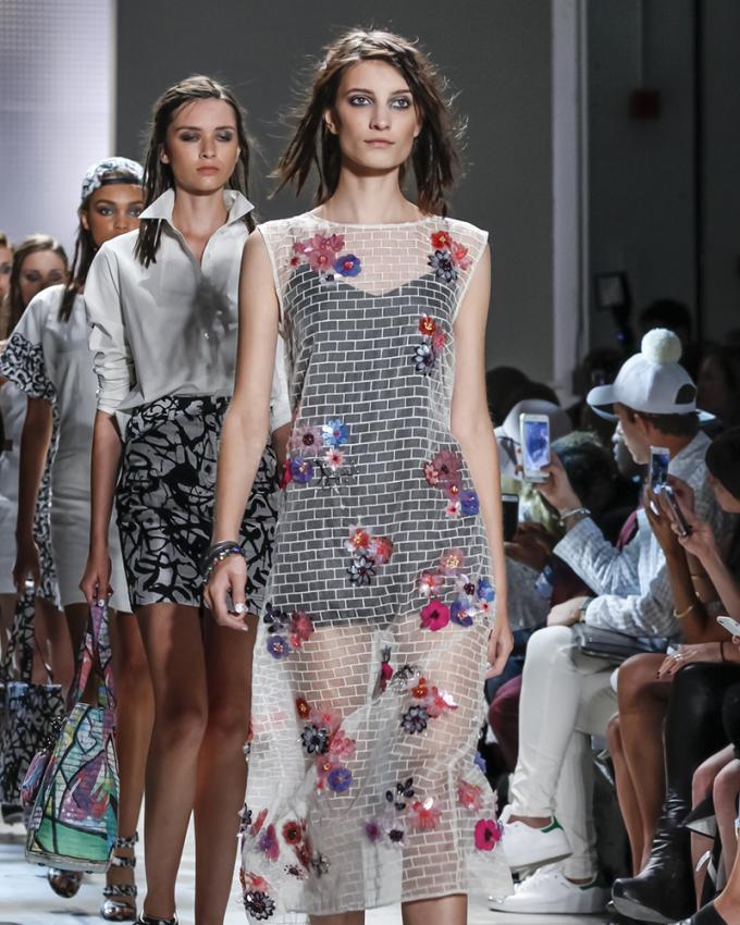https://cf.ltkcdn.net/womens-fashion/images/slide/199616-680x850-spring1_primarycrop.jpg