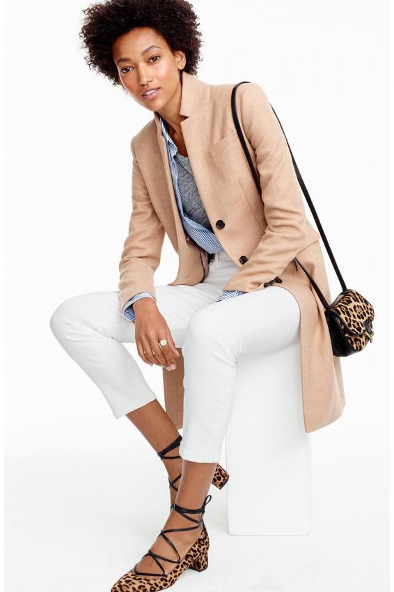 https://cf.ltkcdn.net/womens-fashion/images/slide/203402-566x850-Regent-topcoat-in-double-serge-wool.jpg