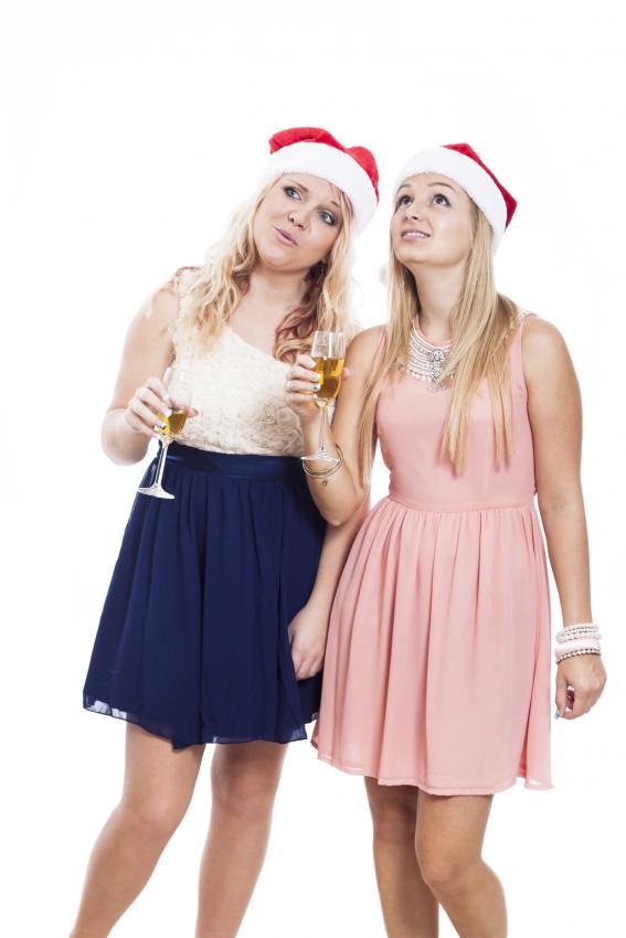 https://cf.ltkcdn.net/womens-fashion/images/slide/205805-567x850-Women-at-Christmas-party.jpg