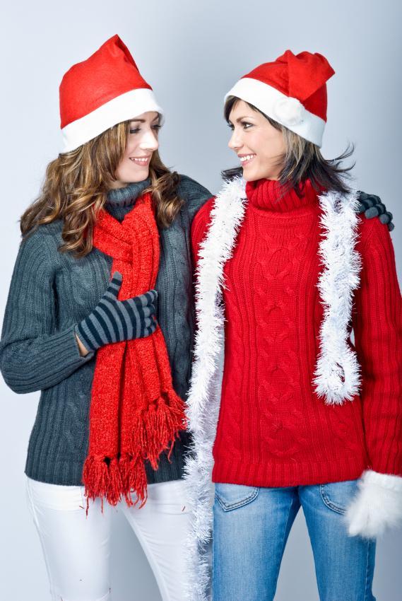 https://cf.ltkcdn.net/womens-fashion/images/slide/205810-569x850-Girls-in-Santas-caps.jpg