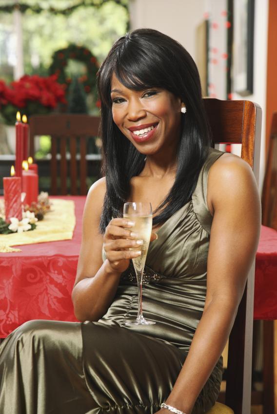 https://cf.ltkcdn.net/womens-fashion/images/slide/205812-568x850-Woman-drinking-champagne.jpg