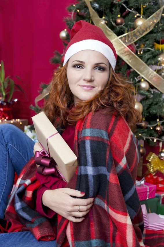 https://cf.ltkcdn.net/womens-fashion/images/slide/205816-567x850-Redhead-Christmas.jpg