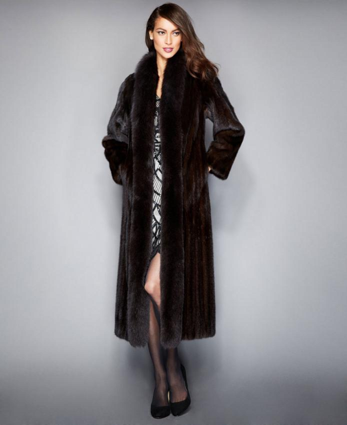https://cf.ltkcdn.net/womens-fashion/images/slide/206866-694x850-The-Fur-Vault-Fox-Trimmed-Mink-Maxi-Coat.jpg