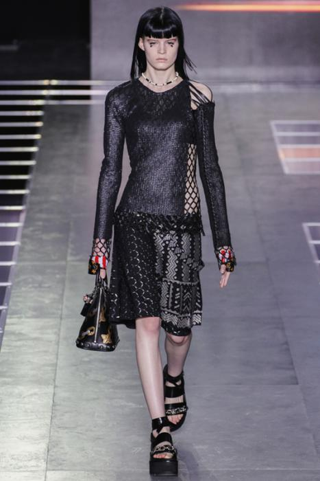 https://cf.ltkcdn.net/womens-fashion/images/slide/216581-467x700-springLouis-Vuitton.jpg