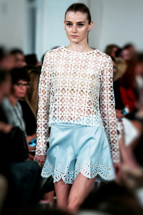 https://cf.ltkcdn.net/womens-fashion/images/slide/216591-467x700-springlasercut.jpg