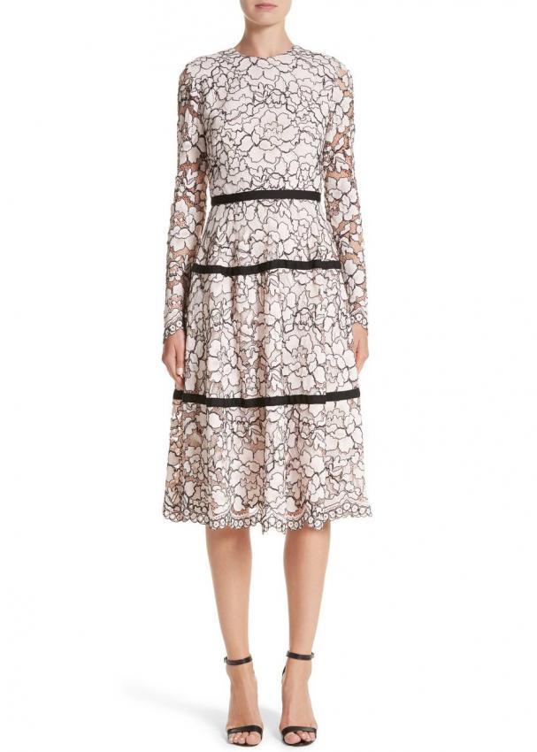 https://cf.ltkcdn.net/womens-fashion/images/slide/223337-607x850-bwlelarosedress.jpg
