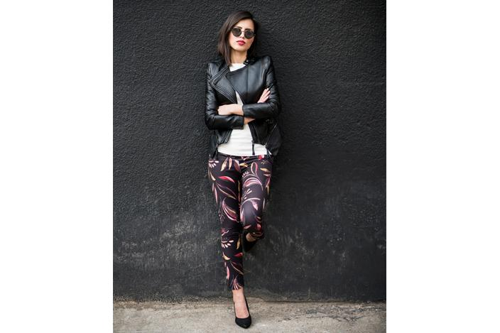 https://cf.ltkcdn.net/womens-fashion/images/slide/224515-704x469-printed-pants-and-basics-on-top.jpg