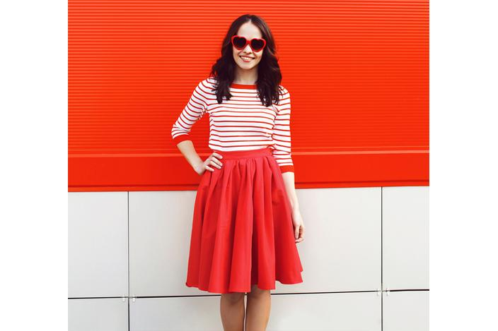 https://cf.ltkcdn.net/womens-fashion/images/slide/224517-704x469-combining-classics-and-color.jpg