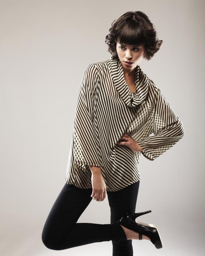 https://cf.ltkcdn.net/womens-fashion/images/slide/225846-680x850-stripedtopleggings.jpg