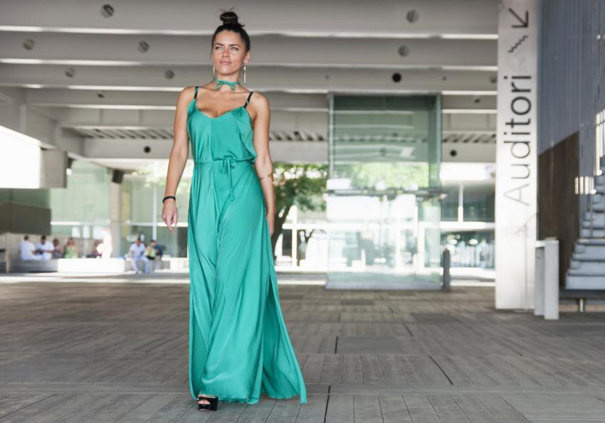 https://cf.ltkcdn.net/womens-fashion/images/slide/258429-850x595-3_Jade_Green_dress.jpg